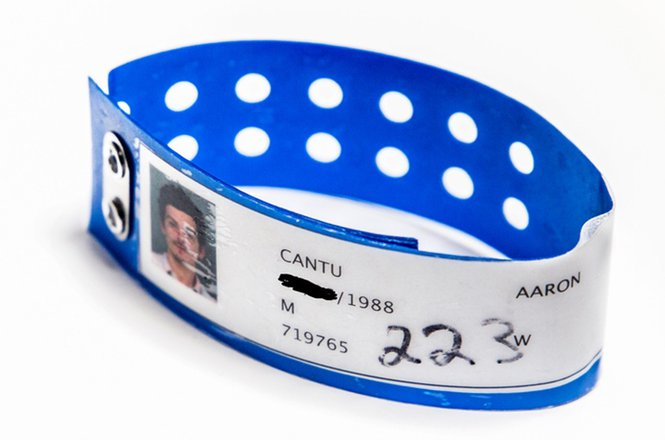 Aaron Cantú mugshot bracelet