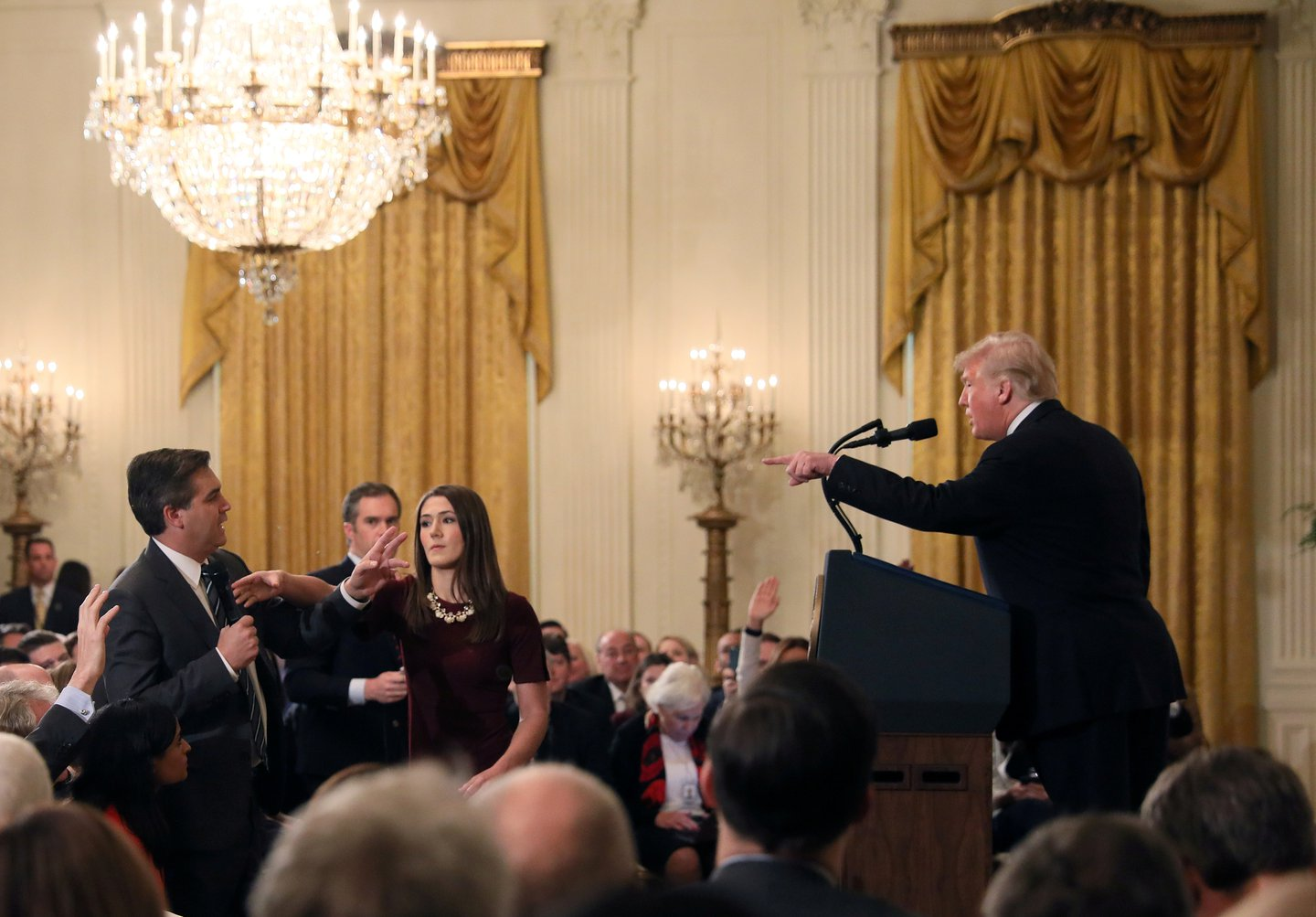 White House intern reaches for Jim Acosta's microphone
