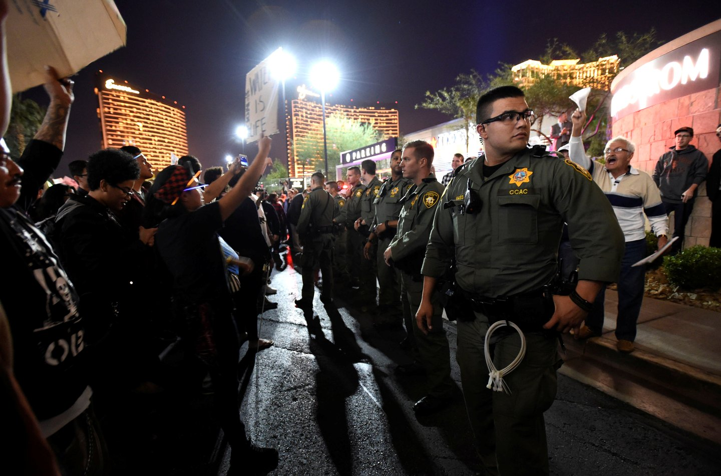 Las Vegas police stand between protesters