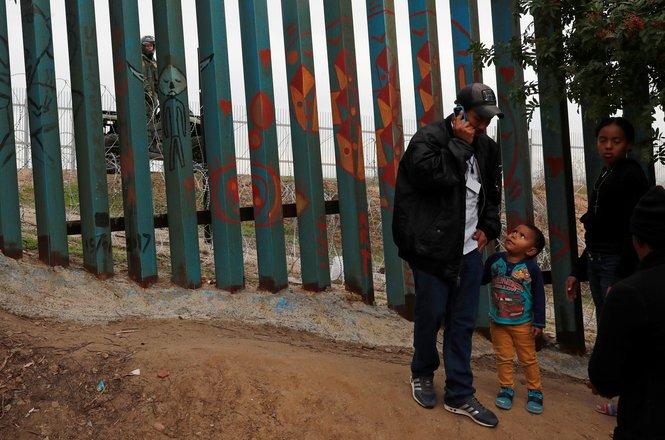 Abramson_border stop