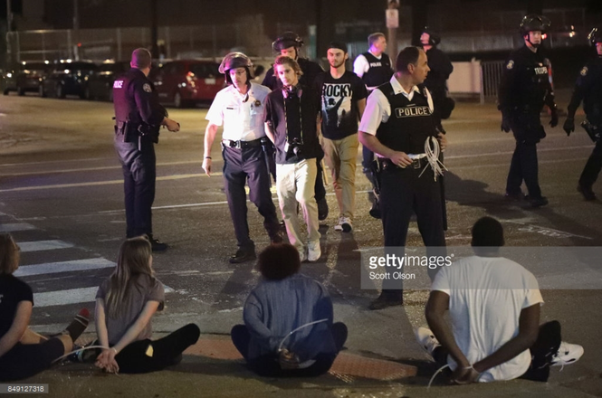 Photo of St. Louis police by Scott Olson